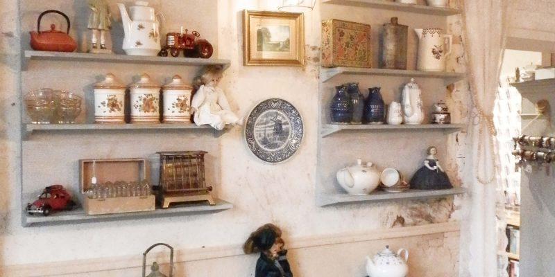 Servies in Café Brocante